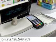 Купить «Терминал для ввода пин-кода в сканер банковских карт», эксклюзивное фото № 26548709, снято 17 июня 2017 г. (c) Юрий Морозов / Фотобанк Лори
