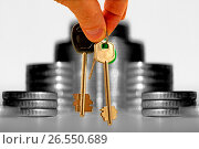 Купить «Ключи от квартиры  на фоне  денег», фото № 26550689, снято 24 апреля 2016 г. (c) Сергеев Валерий / Фотобанк Лори