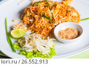 Traditional Thai dish noodles with seafood with beans on a plate. Стоковое фото, фотограф Константин Лабунский / Фотобанк Лори