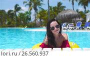 Happy girl having fun in swimming pool. Beautiful woman in outdoor pool at luxury hotel. SLOW MOTION. Стоковое видео, видеограф Дмитрий Травников / Фотобанк Лори
