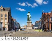 Купить «Памятник художнику Ян ван Эйку в Брюгге, Бельгия», фото № 26562657, снято 10 июня 2017 г. (c) Ирина Яровая / Фотобанк Лори