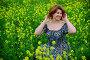Beautiful middle-aged woman sitting in flowering meadow, фото № 26565113, снято 19 июня 2017 г. (c) Володина Ольга / Фотобанк Лори