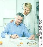 Купить «Wife and husband are lead discussion», фото № 26565737, снято 19 марта 2019 г. (c) Яков Филимонов / Фотобанк Лори