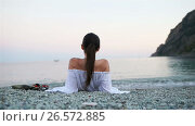 Купить «Young happy woman on the european beach in Monterosso, Cinque Terre in Italy», видеоролик № 26572885, снято 15 июня 2017 г. (c) Дмитрий Травников / Фотобанк Лори