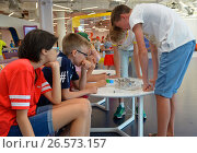 """SOCHI, RUSSIA - June 24, 2017: Children are passionate about designing a robot in an open lesson of the All-Russian Educational Center """"Sirius"""" in Sochi. Редакционное фото, фотограф Анна Мартынова / Фотобанк Лори"""