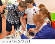 """SOCHI, RUSSIA - June 24, 2017: Students with teacher program the robot in the open lesson, the All-Russian Educational Center """"Sirius"""" Редакционное фото, фотограф Анна Мартынова / Фотобанк Лори"""