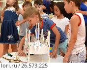"SOCHI, RUSSIA - June 24, 2017: Juniors make robots at an open lesson of the All-Russia Educational Center ""Sirius"" in Sochi. Редакционное фото, фотограф Анна Мартынова / Фотобанк Лори"
