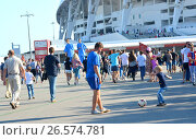 Купить «SOCHI, RUSSIA - June 25, 2017: Volunteer playing with a little boy in a football before the match Germany - Cameroon during the group stage of the FIFA Confederations Cup», фото № 26574781, снято 25 июня 2017 г. (c) Анна Мартынова / Фотобанк Лори