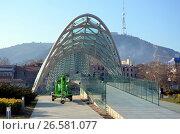 Современная архитектура Тбилиси, Грузия. Мост Мира (2016 год). Редакционное фото, фотограф Светлана Колобова / Фотобанк Лори