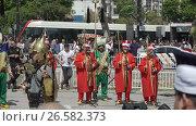 Купить «ISTANBUL, TURKEY, JUNE 3 2017: Street performance by National theater group», видеоролик № 26582373, снято 3 июня 2017 г. (c) Илья Насакин / Фотобанк Лори