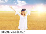 Купить «woman in virtual reality headset on cereal field», фото № 26585097, снято 31 июля 2016 г. (c) Syda Productions / Фотобанк Лори