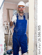 Купить «Man constructor with electric saw in gloves», фото № 26586905, снято 18 мая 2017 г. (c) Яков Филимонов / Фотобанк Лори