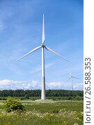 Купить «Ветряная турбина для выработки электроэнергии», фото № 26588353, снято 16 июня 2017 г. (c) Кекяляйнен Андрей / Фотобанк Лори