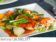 Купить «Vegetables with shrimps on a plate in sweetly sour sauce close-up», фото № 26592377, снято 5 ноября 2016 г. (c) Константин Лабунский / Фотобанк Лори