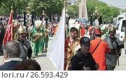 Купить «ISTANBUL, TURKEY, JUNE 3 2017: Street performance by National theater group», видеоролик № 26593429, снято 3 июня 2017 г. (c) Илья Насакин / Фотобанк Лори