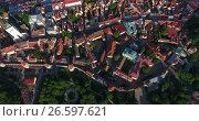 Купить «Панорама старой части города Таллин с крепостными стенами и средневековыми домами. Эстония», видеоролик № 26597621, снято 29 июня 2017 г. (c) Кекяляйнен Андрей / Фотобанк Лори