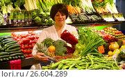 Купить «Female pensioner buying onion, potato and garlic at market», видеоролик № 26604289, снято 22 марта 2017 г. (c) Яков Филимонов / Фотобанк Лори
