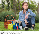 Купить «teen with gardening tools sitting on grass in garden», фото № 26604561, снято 18 апреля 2017 г. (c) Яков Филимонов / Фотобанк Лори
