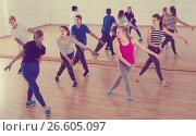 Купить «Group of positive smiling teenagers dancing in classroom», фото № 26605097, снято 26 апреля 2017 г. (c) Яков Филимонов / Фотобанк Лори