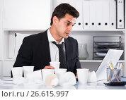 Купить «Businessman feeling thirsty in hot office», фото № 26615997, снято 20 апреля 2017 г. (c) Яков Филимонов / Фотобанк Лори