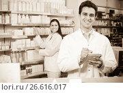 Купить «Pharmacist and pharmacy technician posing», фото № 26616017, снято 22 ноября 2019 г. (c) Яков Филимонов / Фотобанк Лори