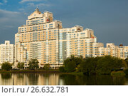 Купить «High rise apartment house on Svislach river», фото № 26632781, снято 2 сентября 2016 г. (c) Яков Филимонов / Фотобанк Лори