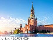 Москва. Спасская башня Кремля. The Spasskaya Tower of the Kremlin (2016 год). Стоковое фото, фотограф Baturina Yuliya / Фотобанк Лори