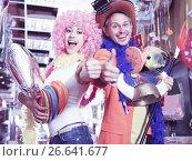 Купить «Merry guy and girl are happy shopping», фото № 26641677, снято 11 апреля 2017 г. (c) Яков Филимонов / Фотобанк Лори