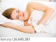Portrait of blond girl with long hair sleeping in bed. Стоковое фото, фотограф Яков Филимонов / Фотобанк Лори