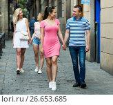 Купить «Couple walking and looking around», фото № 26653685, снято 20 августа 2018 г. (c) Яков Филимонов / Фотобанк Лори