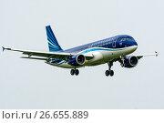 Купить «Airbus A320 (бортовой 4K-AZ77) авиакомпании Azerbaijan Airlines ― AZAL на посадке во Внукове», эксклюзивное фото № 26655889, снято 2 июля 2017 г. (c) Alexei Tavix / Фотобанк Лори