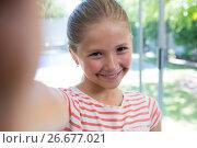 Купить «Close up portrait of smiling girl», фото № 26677021, снято 26 января 2017 г. (c) Wavebreak Media / Фотобанк Лори
