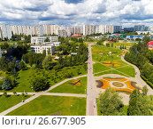 Moscow, Russia - July 20.2017. View from the height of boulevard with flowers in Zelenograd. Редакционное фото, фотограф Володина Ольга / Фотобанк Лори