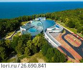 Купить «Aerial view of the Amber Hall theatre in resort Svetlogorsk», фото № 26690841, снято 25 февраля 2020 г. (c) Антон Гвоздиков / Фотобанк Лори