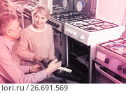 Купить «attentive mature couple chooses in shop of household appliances gas stove with oven», фото № 26691569, снято 26 мая 2020 г. (c) Яков Филимонов / Фотобанк Лори