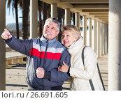 Купить «Happy husband points to something interesting», фото № 26691605, снято 24 января 2019 г. (c) Яков Филимонов / Фотобанк Лори