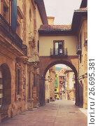 Купить «Pedestrian street with arch», фото № 26695381, снято 21 июля 2019 г. (c) Яков Филимонов / Фотобанк Лори