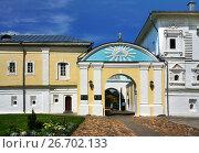 Купить «Russia, Kostroma city, gates in Ipatievsky monastery», фото № 26702133, снято 30 июля 2015 г. (c) ElenArt / Фотобанк Лори