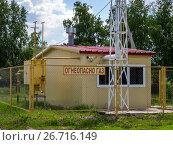 Купить «Небольшая автономная газовая котельная в сельской местности», фото № 26716149, снято 26 мая 2017 г. (c) Вячеслав Палес / Фотобанк Лори
