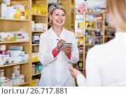 Купить «Laughing woman recommending skin care products», фото № 26717881, снято 15 марта 2017 г. (c) Яков Филимонов / Фотобанк Лори