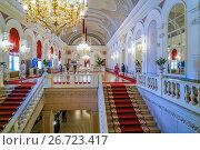 Купить «Интерьер Большого театра в Москве, Белое фойе», эксклюзивное фото № 26723417, снято 23 июля 2017 г. (c) Виктор Тараканов / Фотобанк Лори