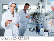 Купить «experts making tests in winery laboratory», фото № 26727669, снято 12 декабря 2019 г. (c) Яков Филимонов / Фотобанк Лори