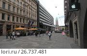 Купить «Вид на улицу Keskuskatu облачным летним днем. Хельсинки, Финляндия», видеоролик № 26737481, снято 11 июня 2017 г. (c) Виктор Карасев / Фотобанк Лори