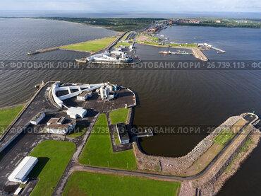 Судопропускное сооружение С-1 на дамбе в Финском заливе. Санкт-Петербург