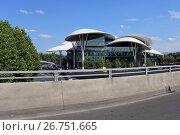 Купить «Современный Дом юстиции. Грузия, город Тбилиси», эксклюзивное фото № 26751665, снято 13 июля 2017 г. (c) Алексей Гусев / Фотобанк Лори