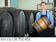 Купить «professional man working in winery wearing apron», фото № 26752453, снято 20 октября 2018 г. (c) Яков Филимонов / Фотобанк Лори