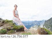 Купить «Молодая девушка покоряет горные вершины», фото № 26756077, снято 2 августа 2017 г. (c) Момотюк Сергей / Фотобанк Лори