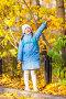 girl holding maple leaves, фото № 26762153, снято 18 октября 2011 г. (c) Ольга Сапегина / Фотобанк Лори