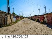 Купить «A number of garages along the street in cooperative, Russia», фото № 26766105, снято 14 августа 2017 г. (c) Володина Ольга / Фотобанк Лори