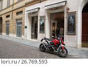 Купить «Ernesto Capua Clothes Shop, San Giorgio Street, Modena, Italy.», фото № 26769593, снято 20 мая 2017 г. (c) age Fotostock / Фотобанк Лори